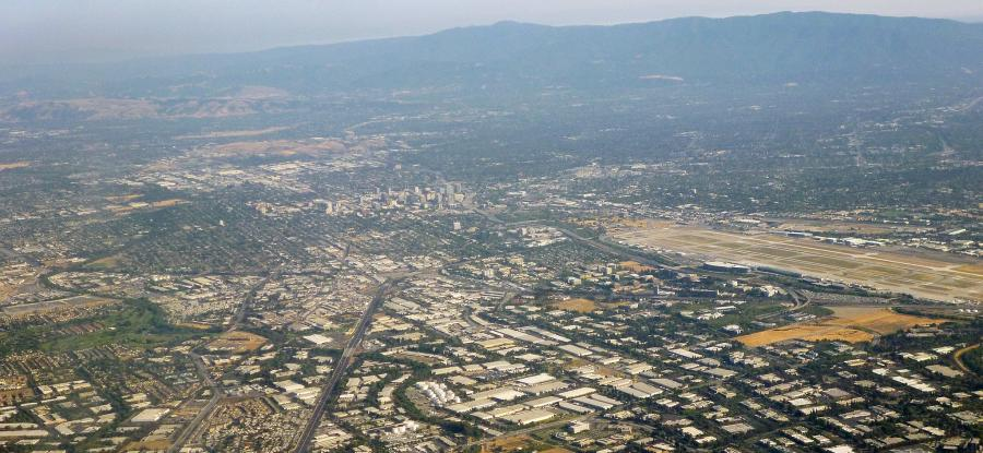 Silicon Valley - Coolcaesar, CC BY-SA 3.0 <https://creativecommons.org/licenses/by-sa/3.0>, via Wikimedia Commons